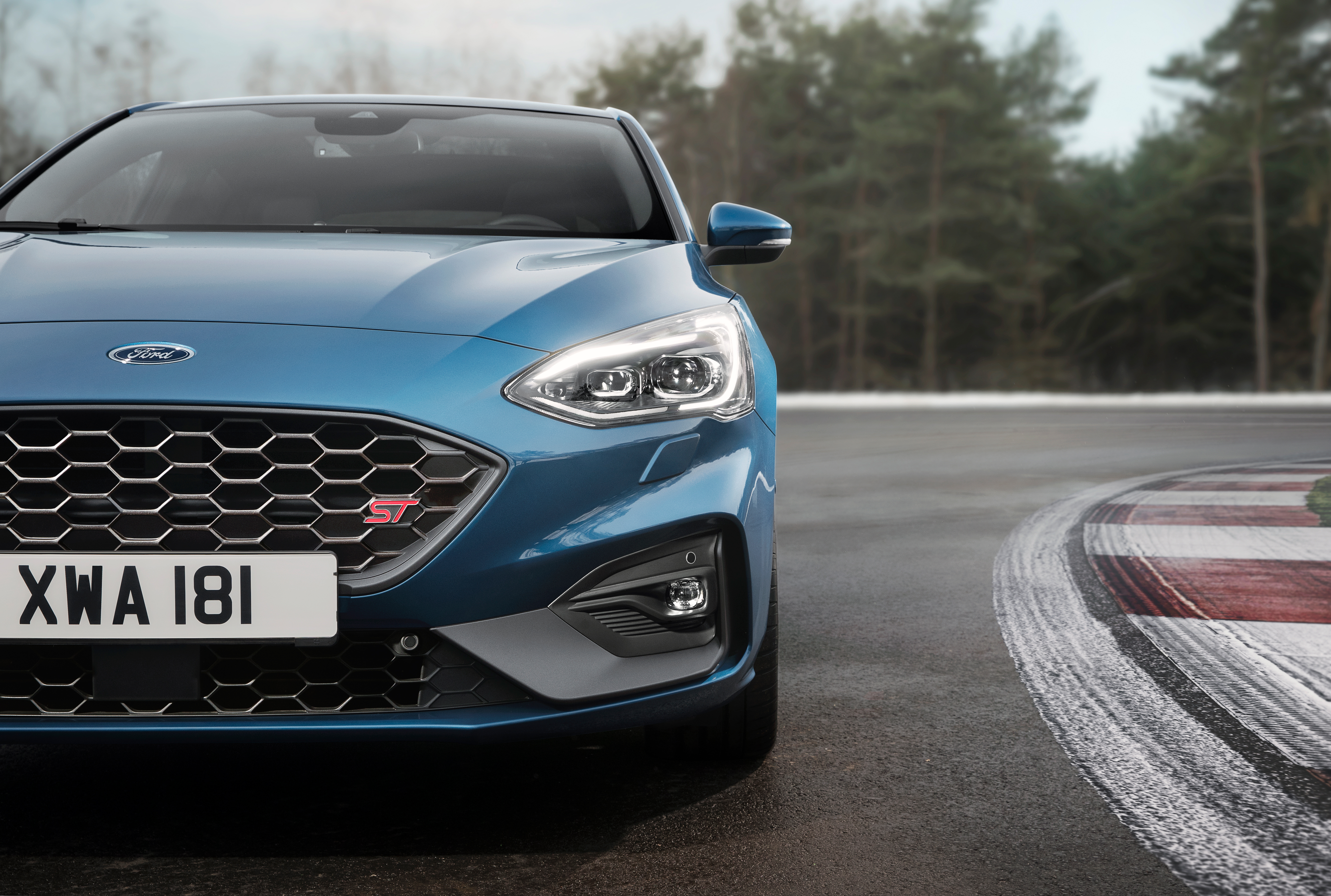 Ford Focus ST 2019 Wallpapers