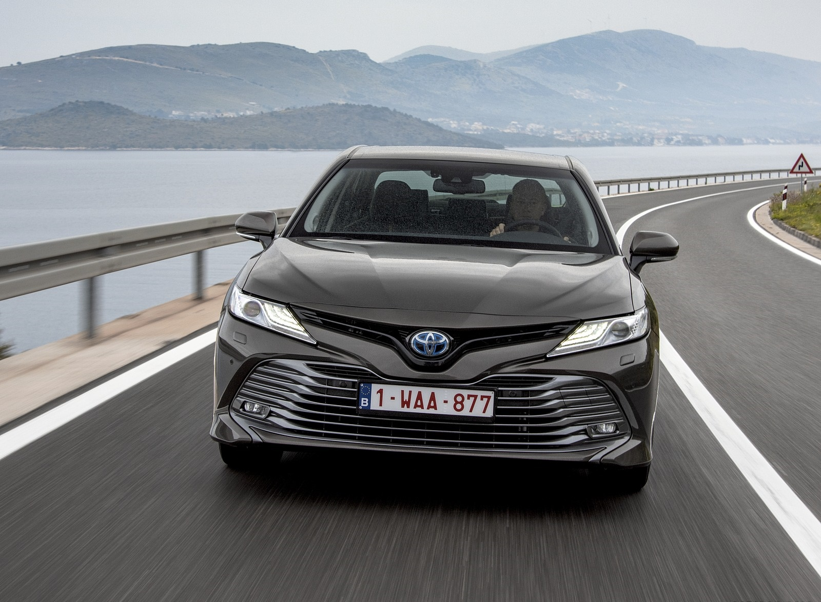 Toyota Camry 2019 Wallpapers