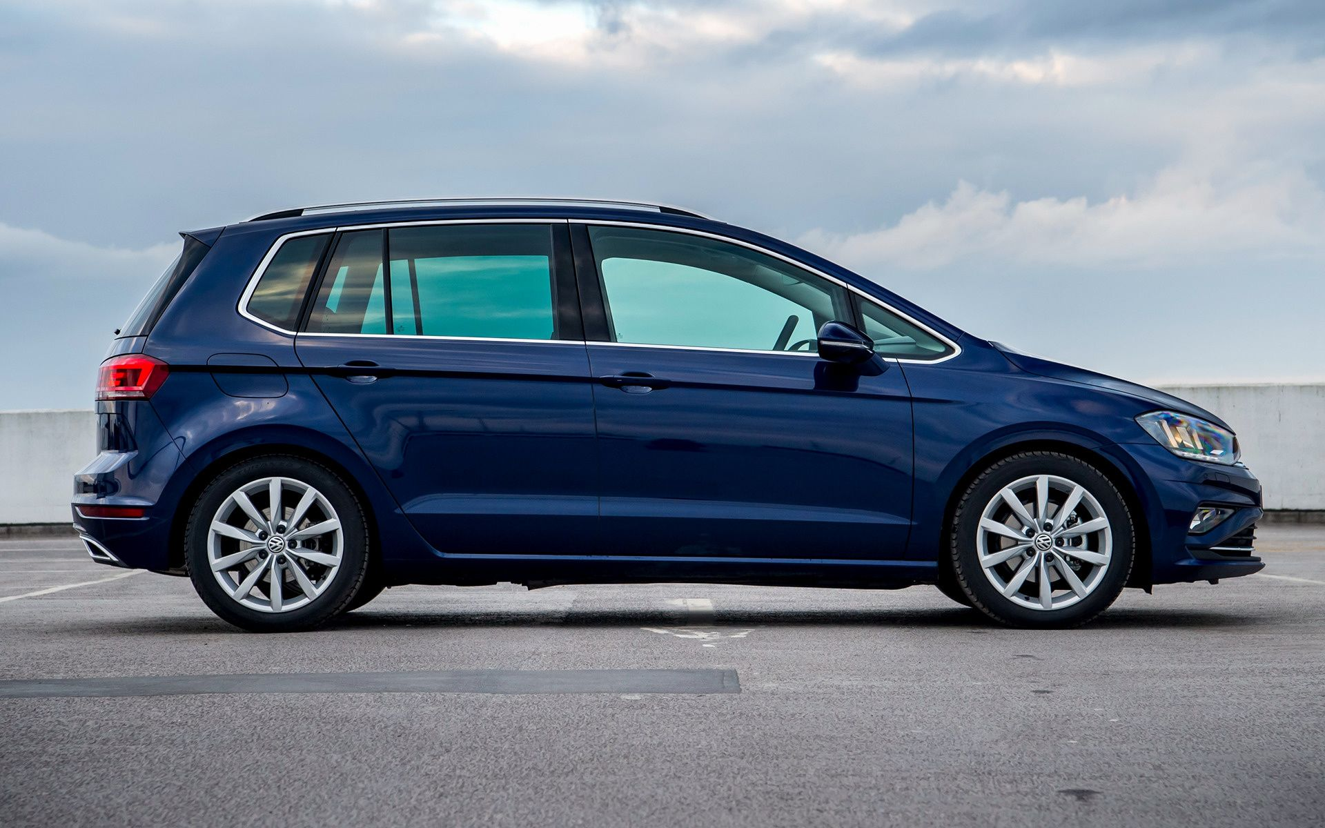 Volkswagen Golf SV Wallpapers